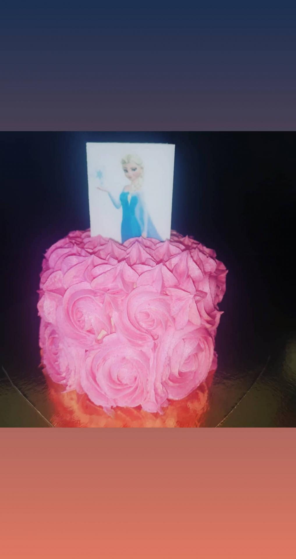 Petit gâteau surprise reine des neiges
