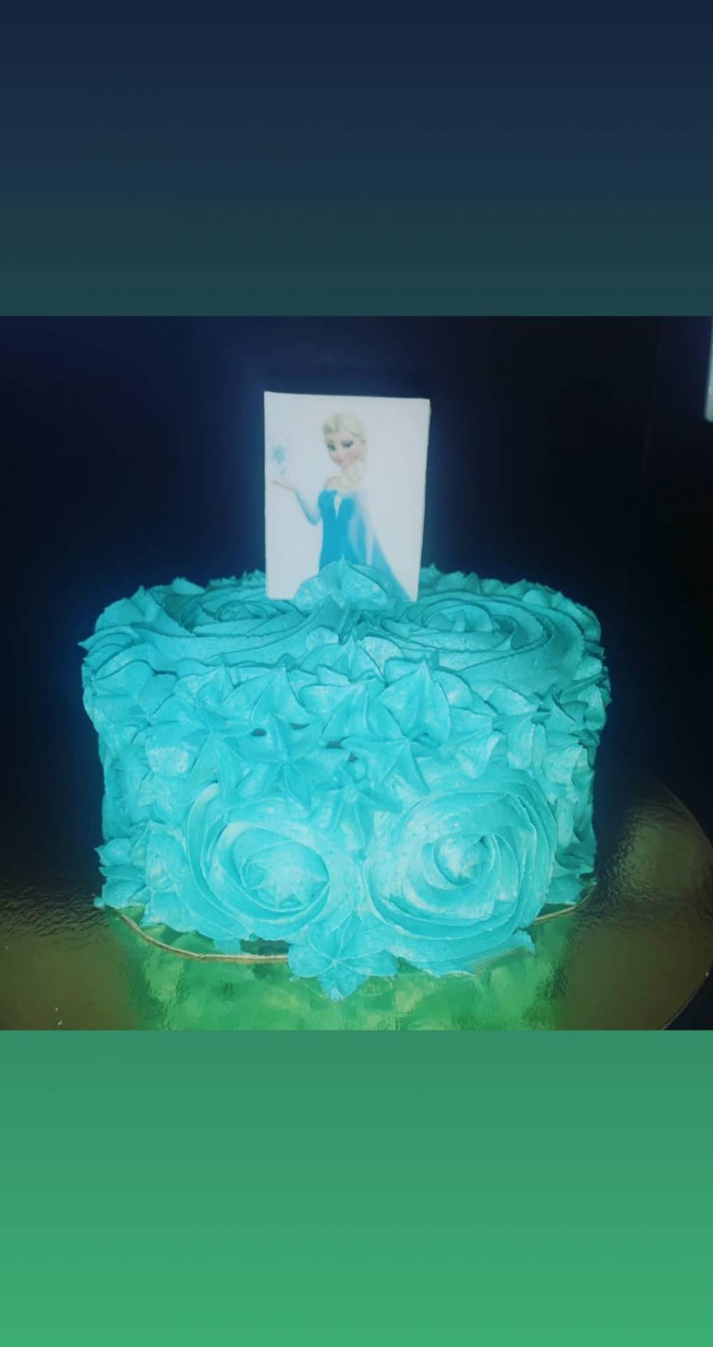 Petit gâteau surprise sur la reine des neiges